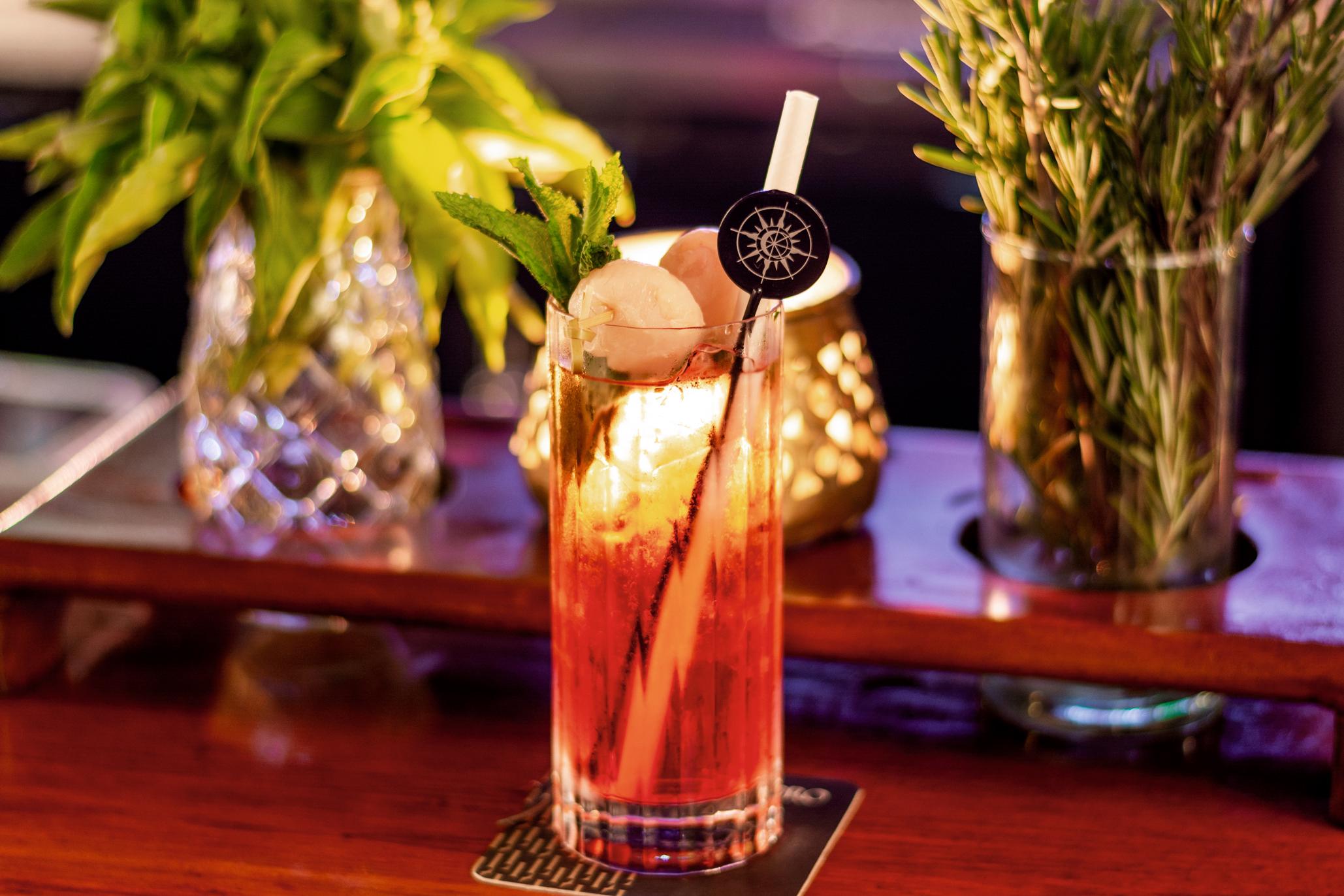 <CENTER>El Coro Lounge Bar</CENTER>